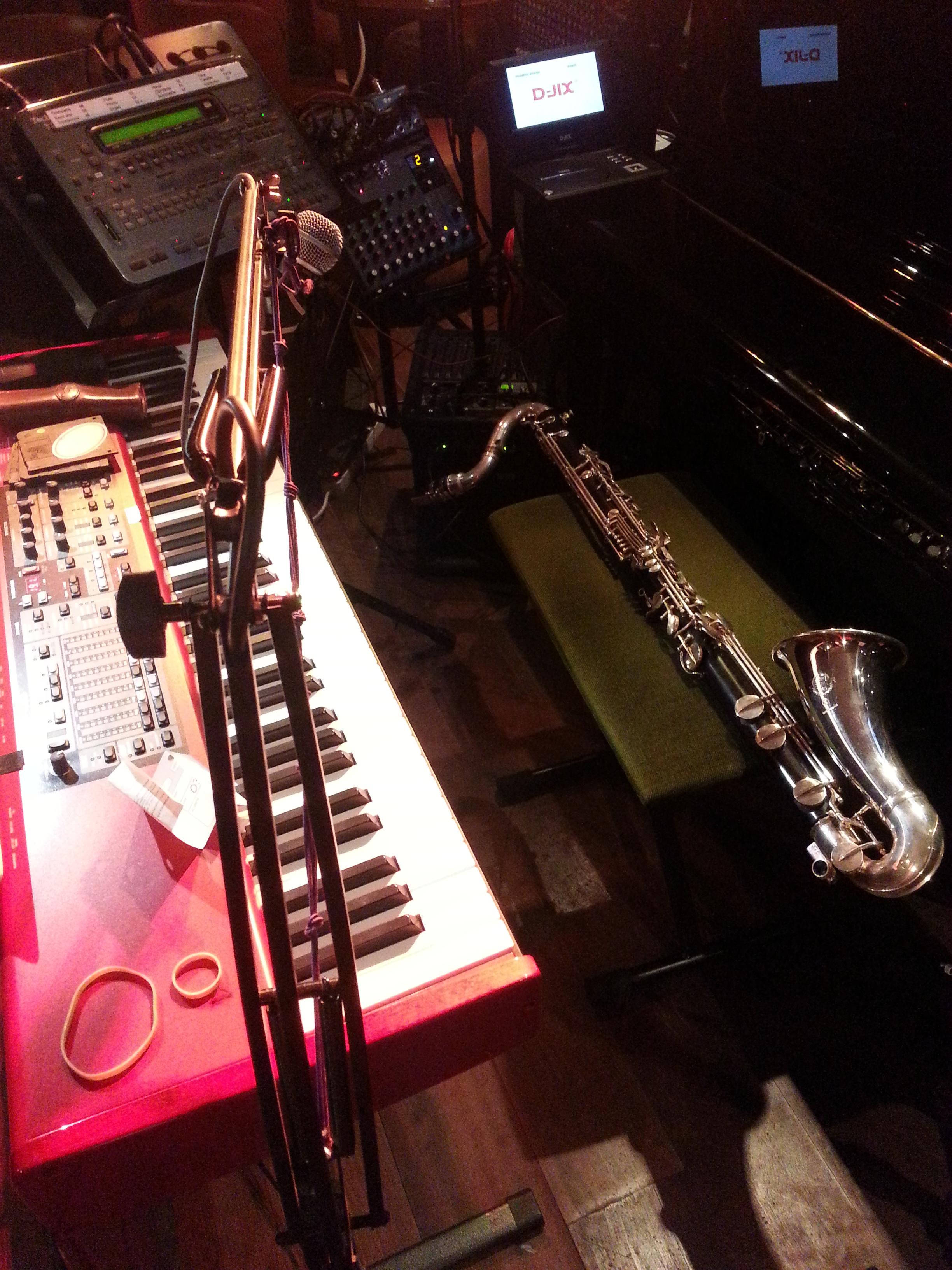 Clarinette basse et clavier de scène