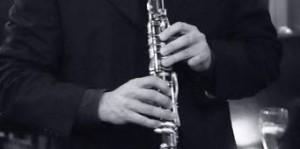 mains sur instrument